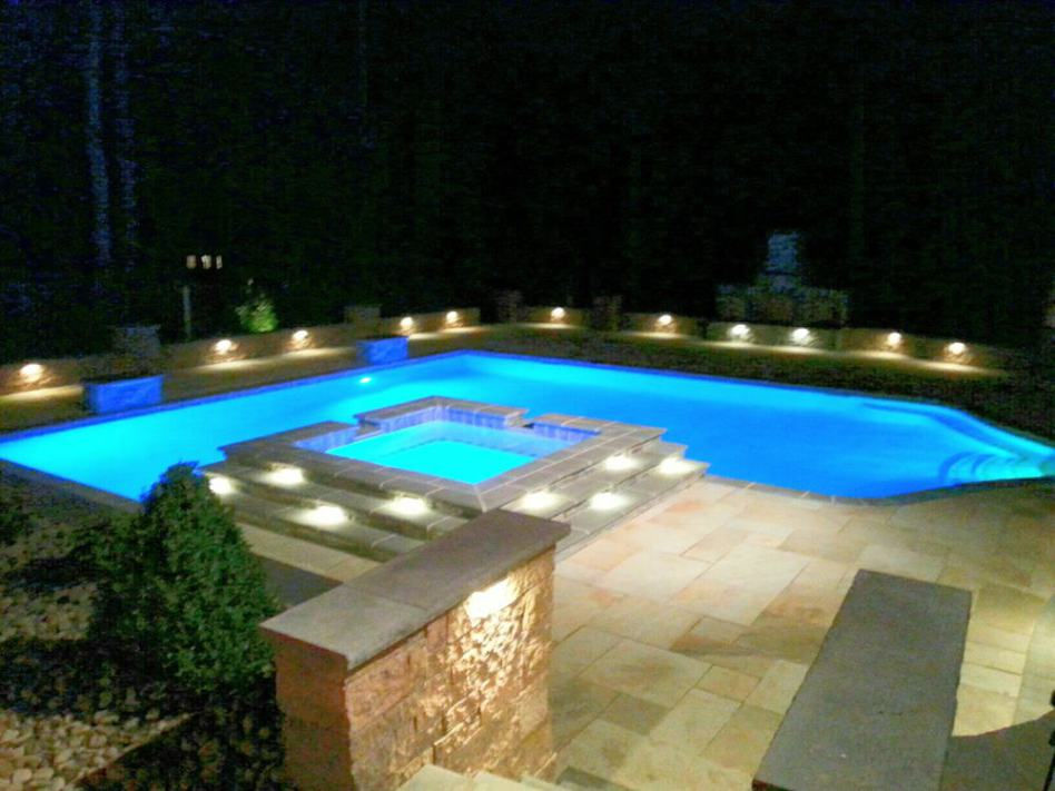 Outdoor-pool-lighting-in-water-lighting