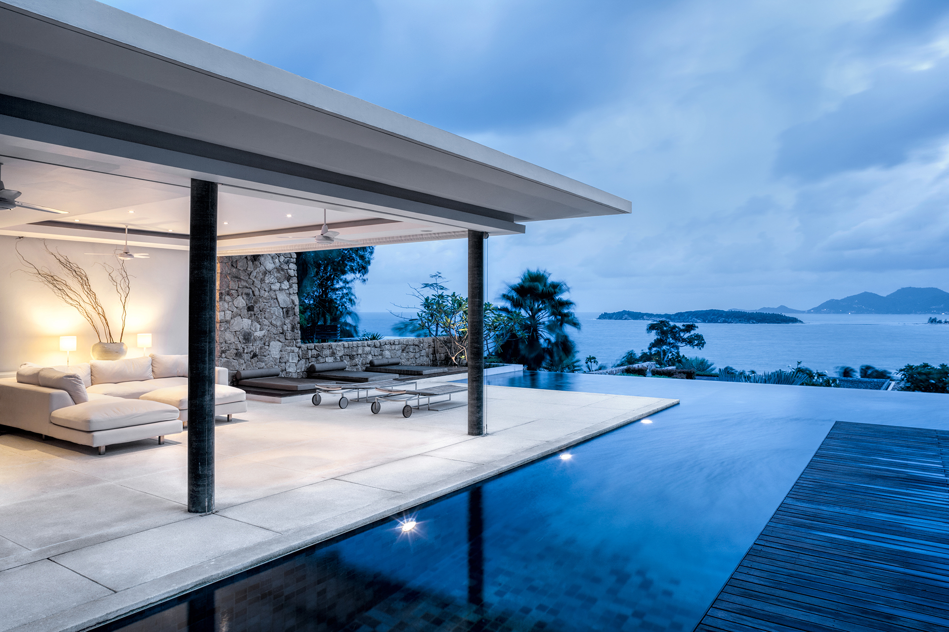 What Is An Infinity Pool Or Vanishing Edge Pool?