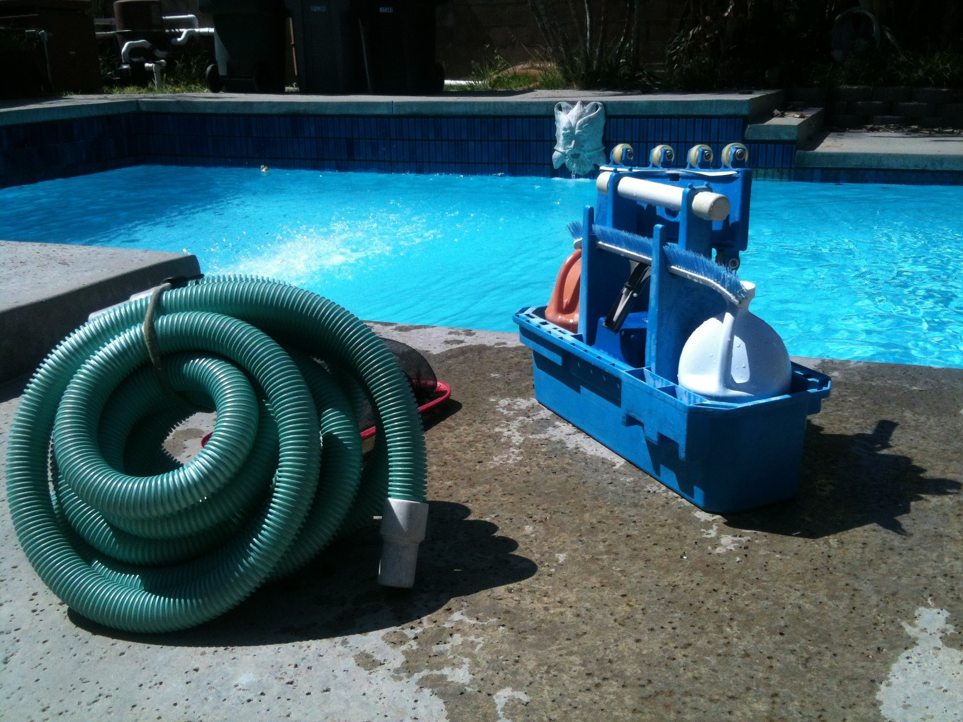 How-to-close-an-inground-pool-blog-hose-image