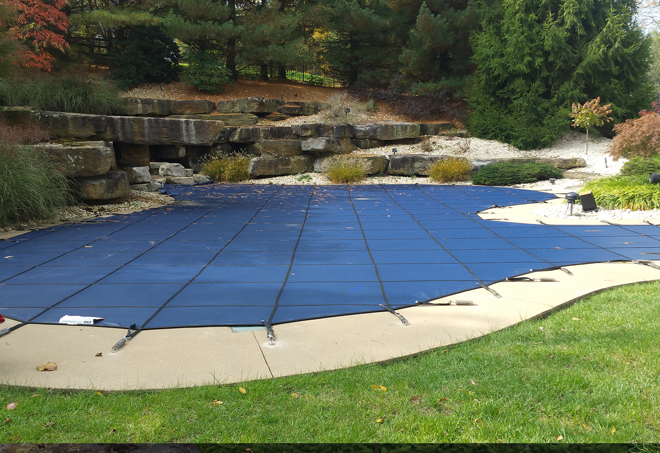 Winter-pool-safety-cover